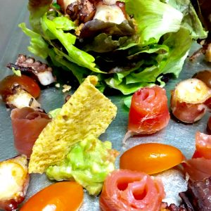 Ensalada de pulpo y salmón